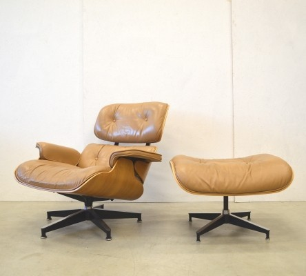 Lounge chair from the sixties by Charles & Ray Eames for Herman Miller
