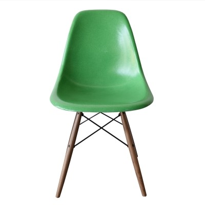 DSW Kelly Green dinner chair from the sixties by Charles & Ray Eames for Herman Miller