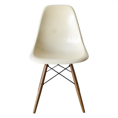 8 DSW Parchment dinner chairs from the sixties by Charles & Ray Eames for Herman Miller