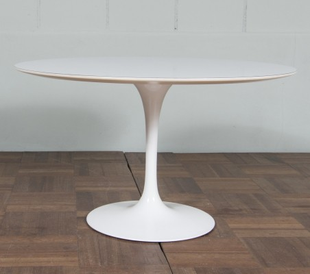 Coffee table from the fifties by Eero Saarinen for Knoll