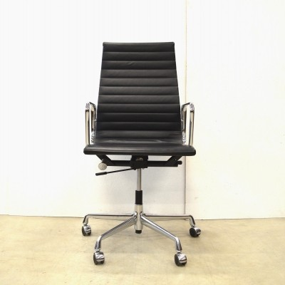 2 EA119 office chairs from the nineties by Charles & Ray Eames for Vitra