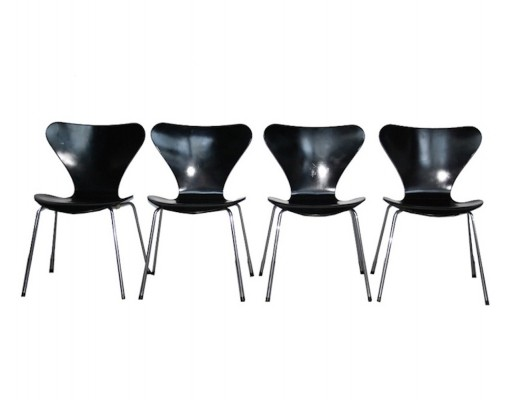 22 Butterfly dinner chairs from the nineties by Arne Jacobsen for Fritz Hansen
