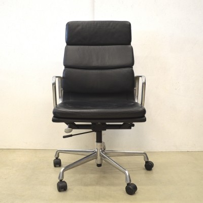 EA219 office chair by Charles & Ray Eames for Vitra