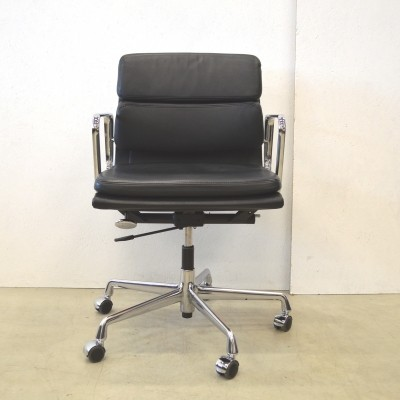 EA217 office chair from the nineties by Charles & Ray Eames for Vitra