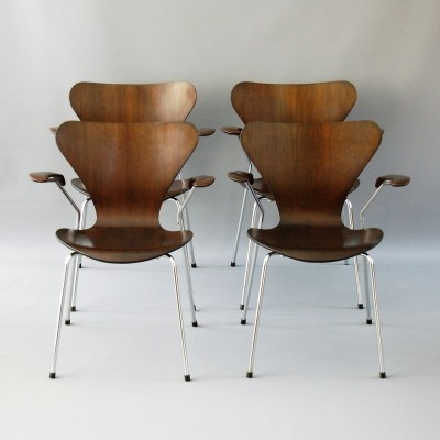 Set of 4 3207 dinner chairs from the seventies by Arne Jacobsen for Fritz Hansen
