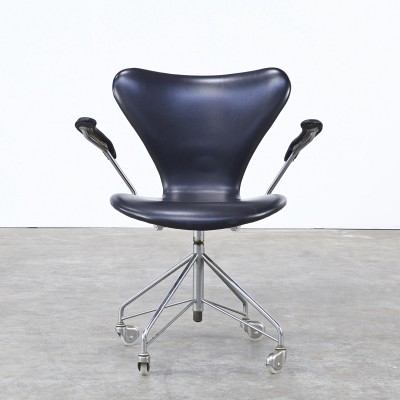 Model 3217 office chair from the fifties by Arne Jacobsen for Fritz Hansen