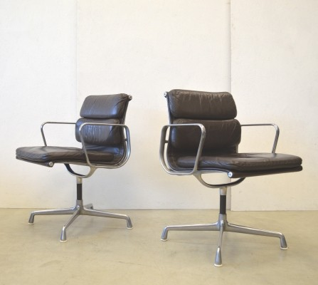 Set of 2 EA207 office chairs from the sixties by Charles & Ray Eames for Herman Miller