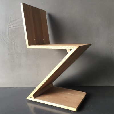 Zig Zag dinner chair from the thirties by Gerrit Rietveld for Groenekan