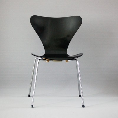 Model 3107 dinner chair from the sixties by Arne Jacobsen for Fritz Hansen