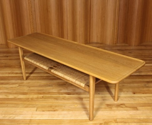 Model AT-10 coffee table from the fifties by Hans Wegner for Andreas Tuck