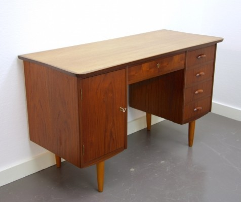Writing desk from the sixties by unknown designer for unknown producer