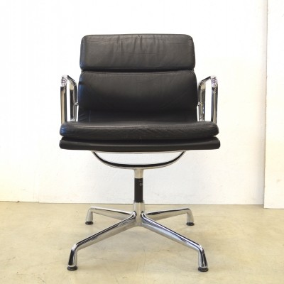 8 EA208 office chairs from the nineties by Charles & Ray Eames for Vitra