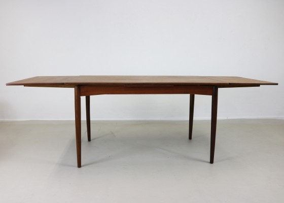 Extendable Danish design teak dinner table from the sixties