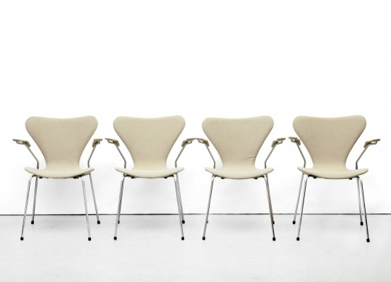 4 3207 / Butterfly dinner chairs from the seventies by Arne Jacobsen for Fritz Hansen