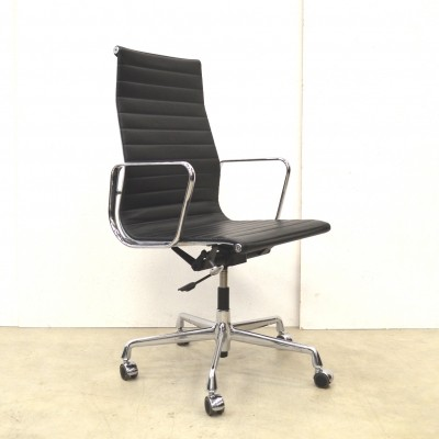 EA119 office chair from the nineties by Charles & Ray Eames for Vitra