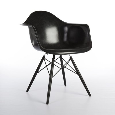 DAW Dowel Leg arm chair from the nineties by Charles & Ray Eames for Herman Miller