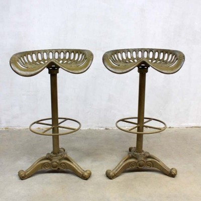 2 stools from the sixties by unknown designer for Baker & Hamilton
