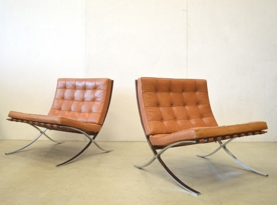 Set of 2 Cognac Barcelona lounge chairs from the eighties by Ludwig Mies van der Rohe for Knoll International