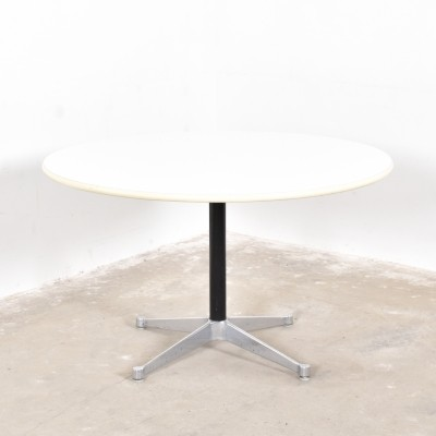 Dining table from the fifties by Charles & Ray Eames for Herman Miller