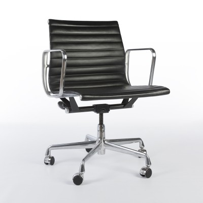 4 Black Leather EA117 Castor Alu Group office chairs from the nineties by Charles & Ray Eames for Herman Miller