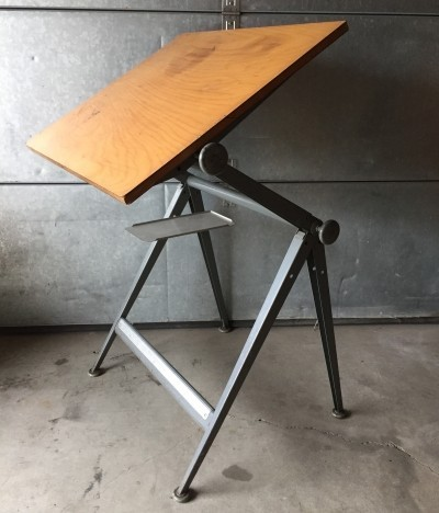 Writing desk from the sixties by Friso Kramer for Ahrend de Cirkel