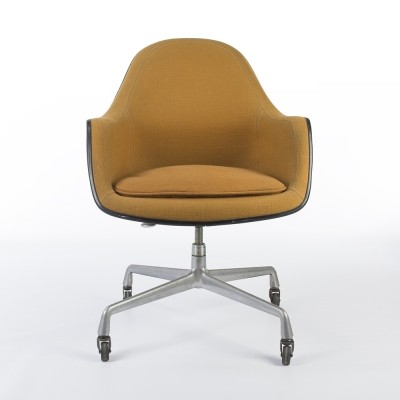 Arm chair from the sixties by Charles & Ray Eames & Alexander Girard for Herman Miller