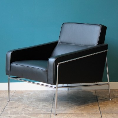 2 model 3300 lounge chairs from the sixties by Arne Jacobsen for Fritz Hansen
