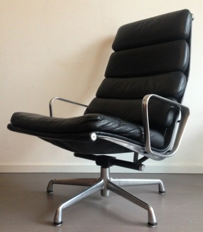 EA438 / EA222 lounge chair from the sixties by Charles & Ray Eames for Herman Miller