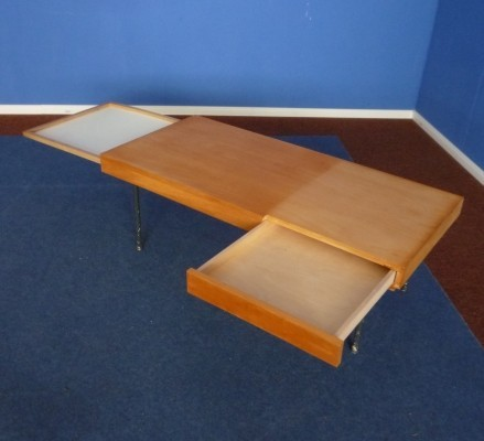Model 4652 coffee table from the fifties by George Nelson for Herman Miller