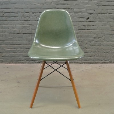 2 DSW Olive Green dinner chairs from the fifties by Charles & Ray Eames for Herman Miller