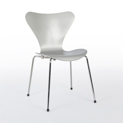 Silver Bent Plywood Series 7 dinner chair from the nineties by Arne Jacobsen for Fritz Hansen