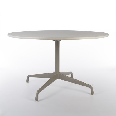 4 Star Base Contract dining table from the nineties by Charles & Ray Eames for Herman Miller
