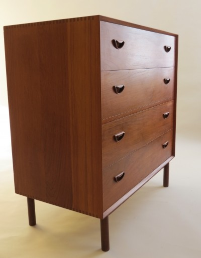 Model 307 chest of drawers from the fifties by Peter Hvidt & Orla Mølgaard Nielsen for Søborg Møbelfabrik