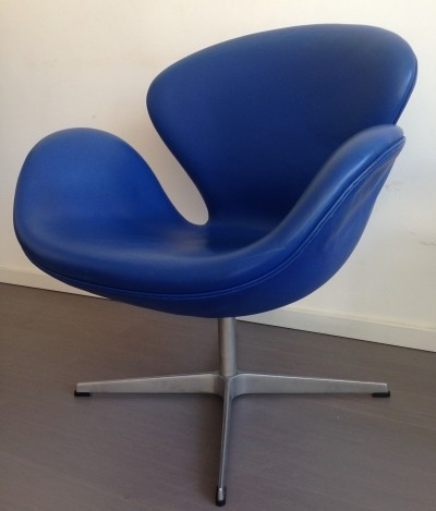 Swan lounge chair from the sixties by Arne Jacobsen for Fritz Hansen