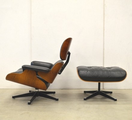 Rosewood lounge chair from the sixties by Charles & Ray Eames for Herman Miller