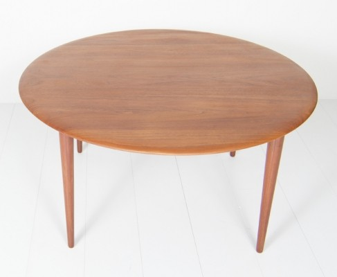 Number 3866 coffee table from the fifties by Peter Hvidt & Orla Mølgaard Nielsen for France & Son