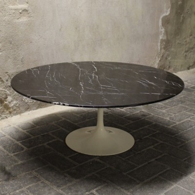Coffee table from the fifties by Eero Saarinen for Knoll International