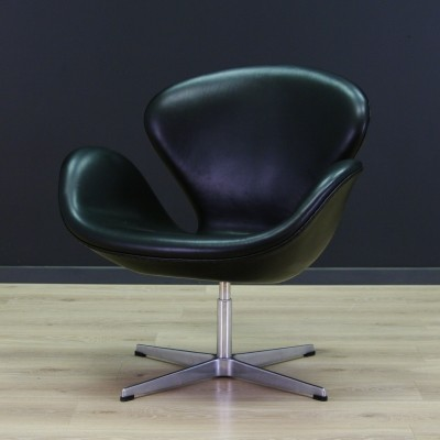 3320 The Swan arm chair from the eighties by Arne Jacobsen for Fritz Hansen