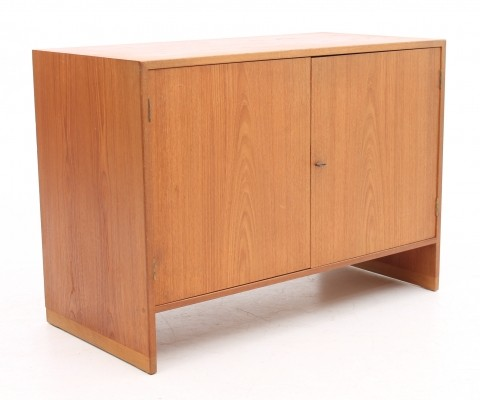 Cabinet from the fifties by Hans Wegner for Ry Møbler