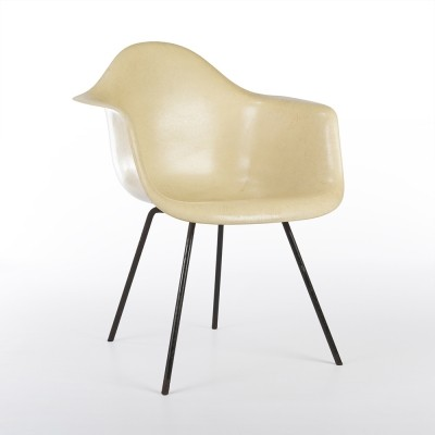 3rd Generation Zenith Parchment arm chair from the fifties by Charles & Ray Eames for Zenith Plastics