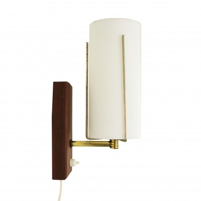 Subtle sixties wall light made of frosted glass, wood & brass