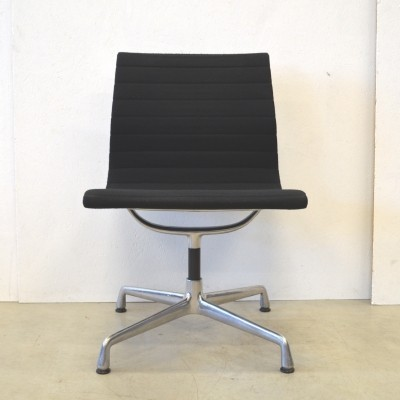 2 EA106 office chairs from the nineties by Charles & Ray Eames for Vitra
