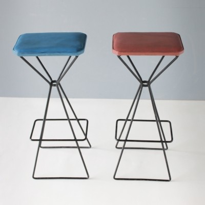 Pair of Dutch sculptural bar stools, steel frame with faux leather seats