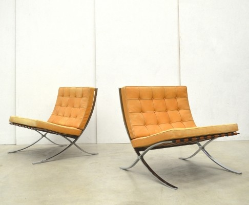 Set of 2 Barcelona lounge chairs from the seventies by Ludwig Mies van der Rohe for Knoll International
