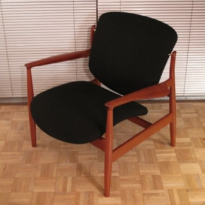 Original Early Production Finn Juhl Model 136 Lounge Chair