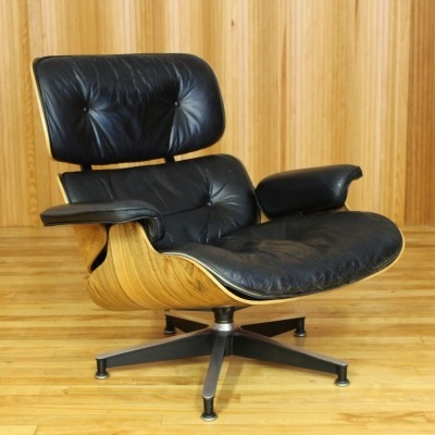 Model 670 lounge chair from the sixties by Charles & Ray Eames for Herman Miller
