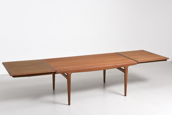 Dining table from the fifties by Johannes Andersen for Uldum Møbelfabrik