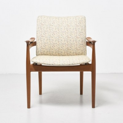 Model 192 arm chair from the sixties by Finn Juhl for France & Son