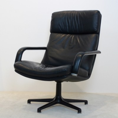 Original Artifort Swivel Lounge Chair F141 by Geoffrey Harcourt