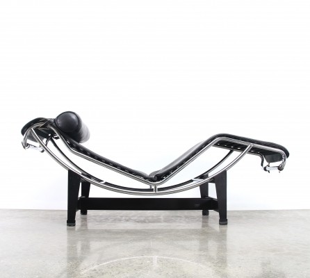 LC4 chaise longue lounge chair from the eighties by Le Corbusier & Charlotte Perriand for Cassina